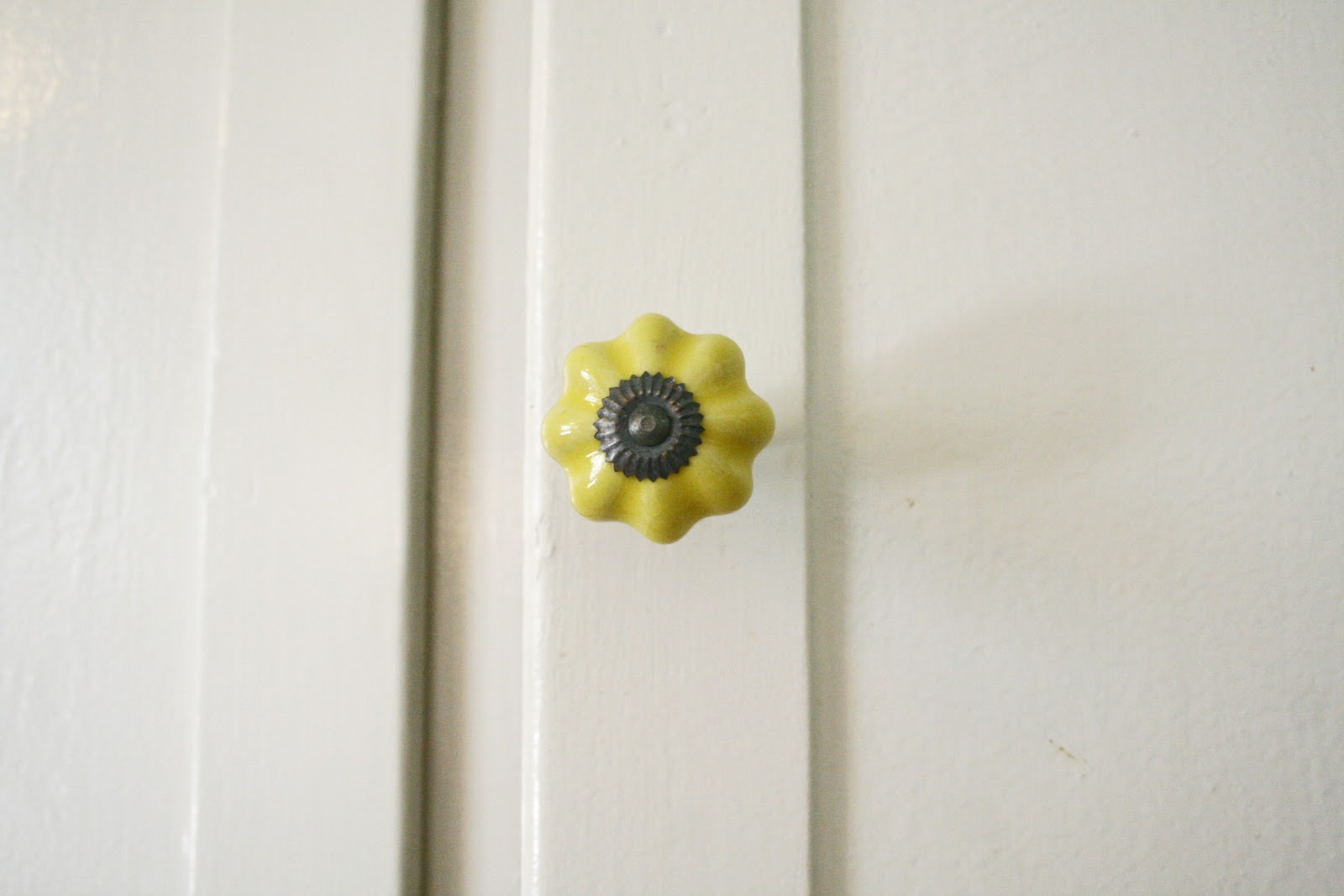 on the seventh day of Christmas – I contemplated cabinet knobs and paint colors